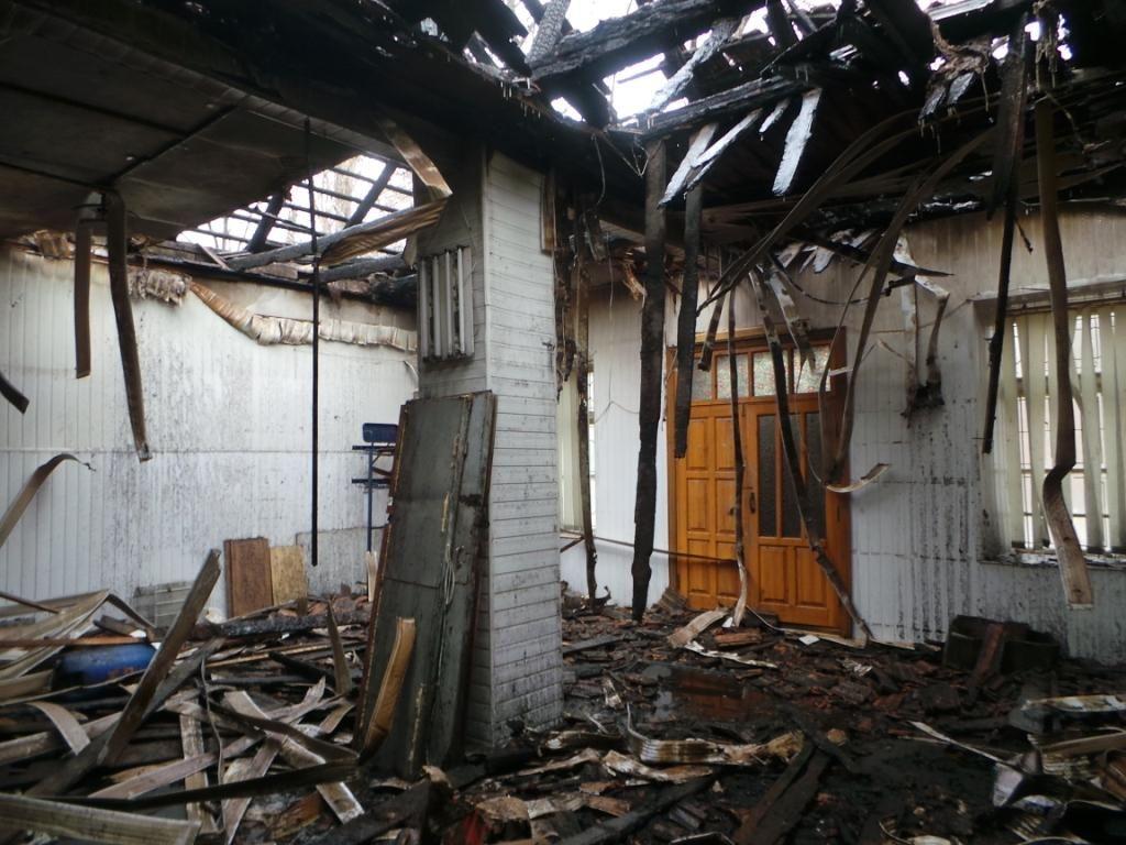 По улице Консульской сгорели складские помещения: Пострадал охранник