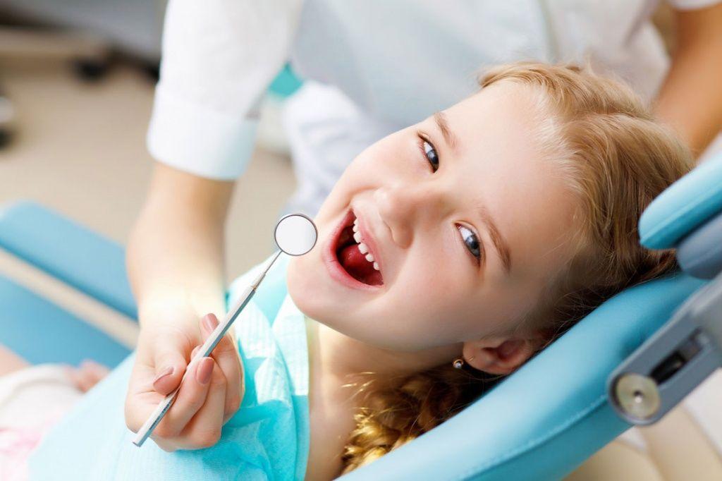 Бердянец привел племянника к стоматологу и заодно обворовал маленькую девочку