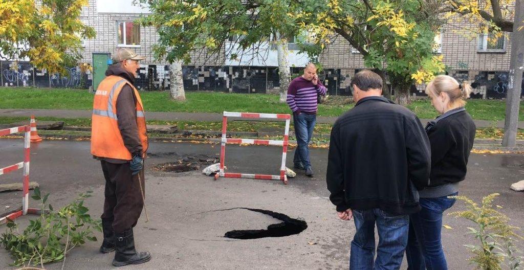 В Бердянске обвалилась проезжая часть