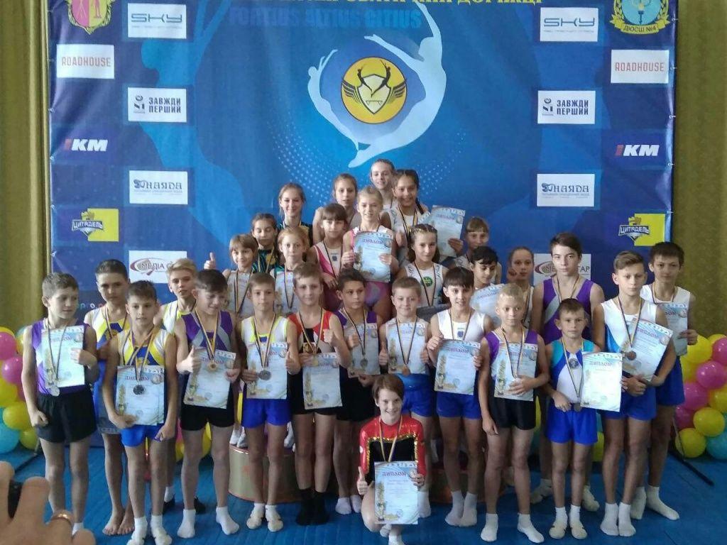 Спортсмены «Спортивной школы акробатики «Авангард» завоевали в Каменском 5 серебряных и 1 золотую медаль