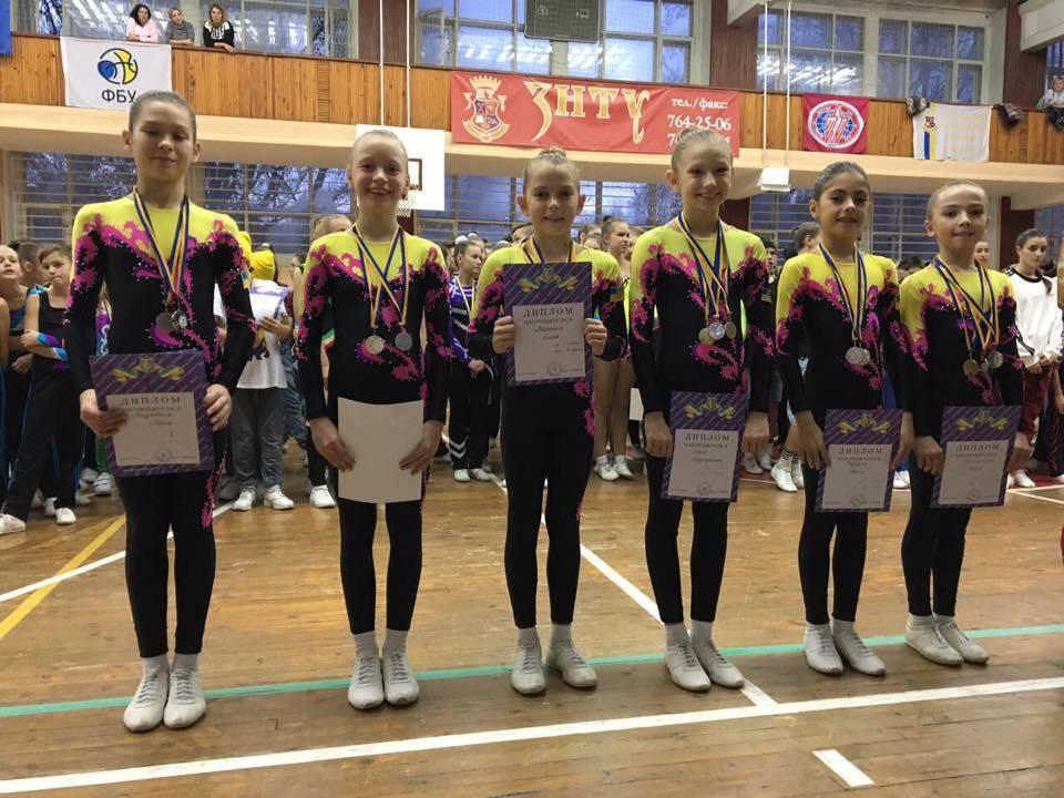12 представниць спортивної аеробіки повернулися з медалями з чемпіонату України серед школярів
