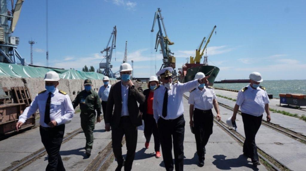 Бердянський порт відвідав міністр інфраструктури Владислав Криклій