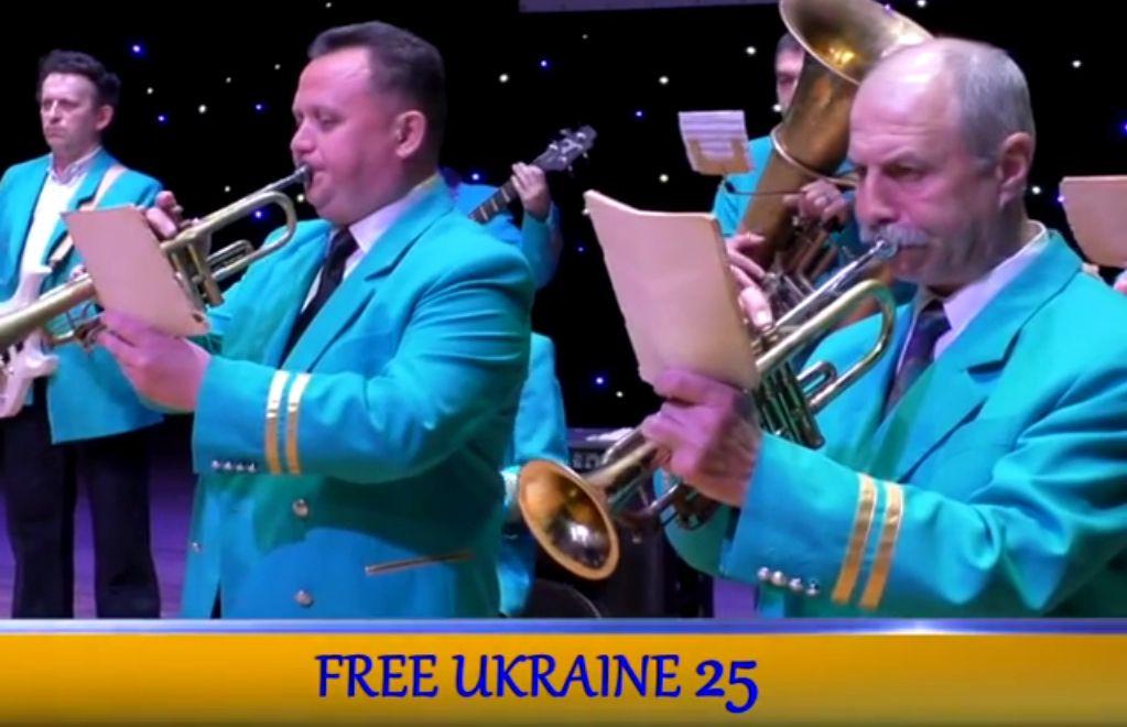 "Бердянский оркестр ""Азовская чайка"" принял эстафету Free Ukraine 25 (видео)"