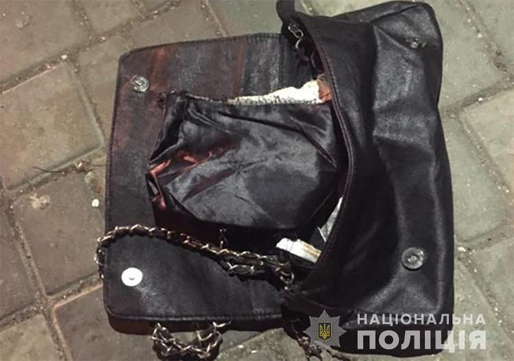 В Бердянську поліцейські оперативно затримали підозрюваного у пограбуванні пенсіонерки