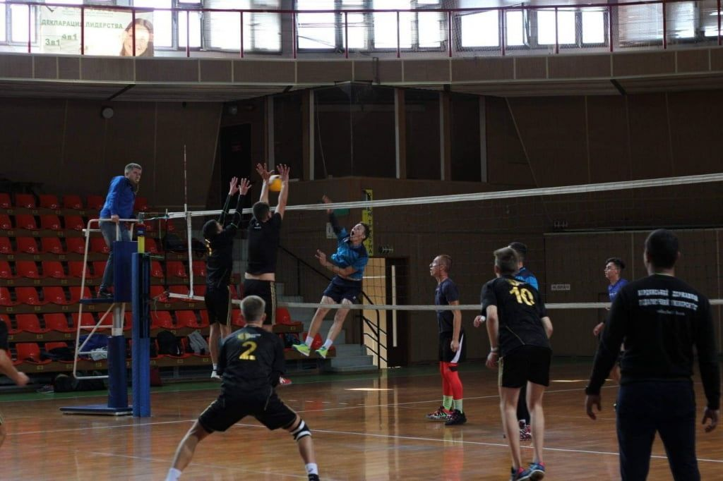 Три бердянские команды стартовали в «Открытой волейбольной лиге Мариуполя»