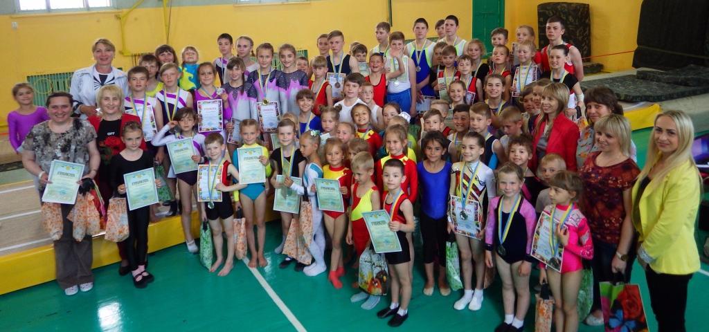 В Бердянске прошли соревнования по спортивной акробатике