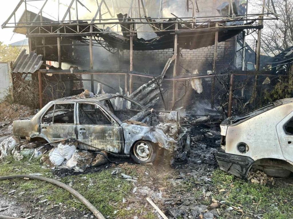 В Бердянську вогнеборці ліквідували пожежу в гаражі