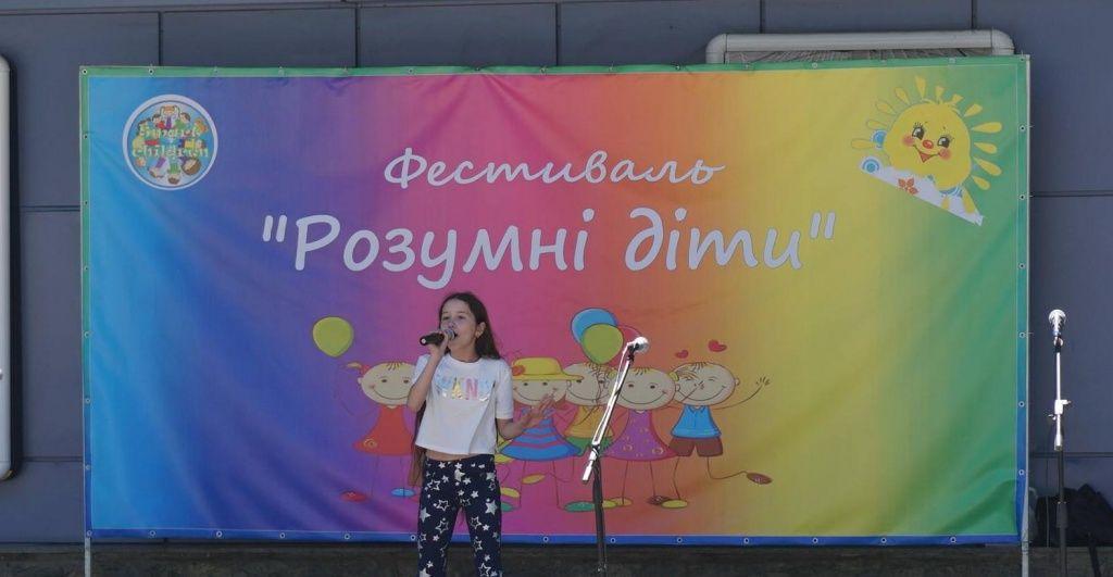 Грандіозне свято дитинства — в Бердянську проходить фестиваль «Розумні діти»