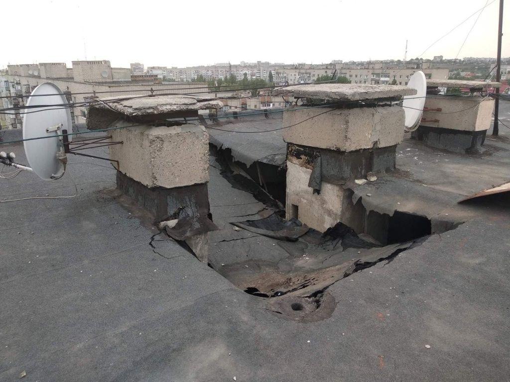 В 9-этажке Бердянска рухнула крыша