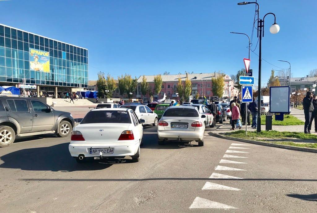 Участники автопробега в Бердянске перекрывали дорогу возле мэрии