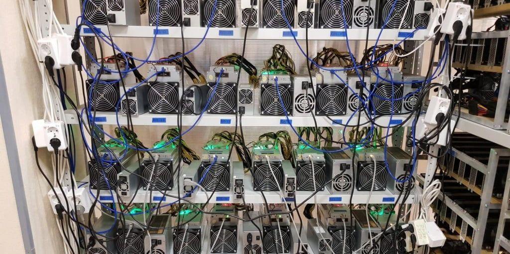 Суд арештував «майнінг-ферми» селянина після скарг обленерго на крадіжку електрики
