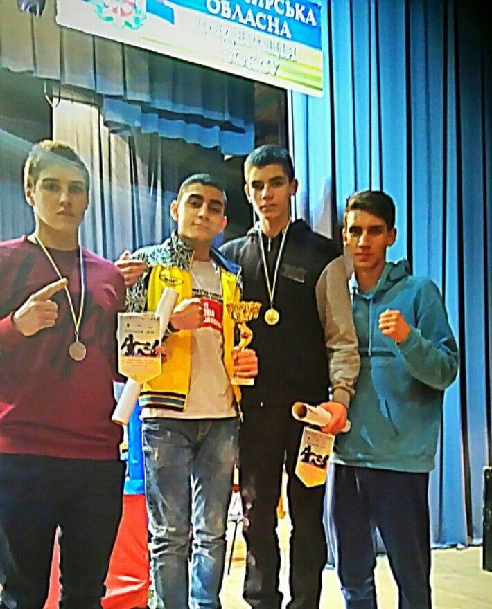 Руслан Шаповалов завоевал бронзу на юниорском региональном чемпионате Украины по боксу