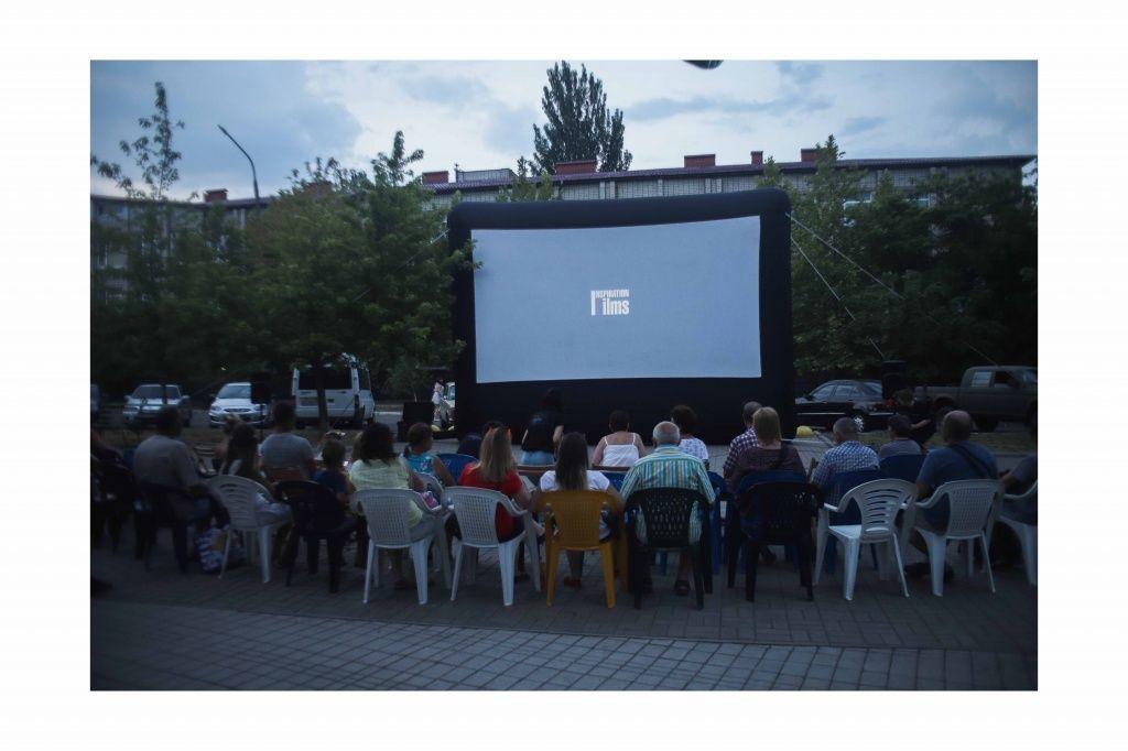 Кіно під відкритим небом — в Бердянську стартував 3-денний фестиваль документальних фільмів