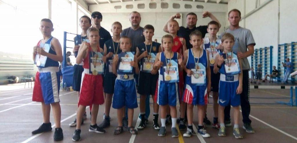 Бердянские боксеры успешно выступили в Пологах на турнире в честь воинов АТО
