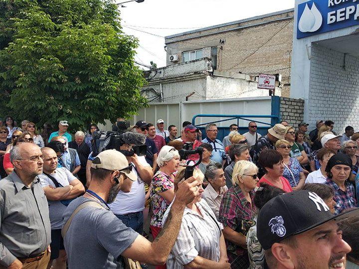 Участники митинга против повышения тарифов на воду потребовали отставки Александра Македонского