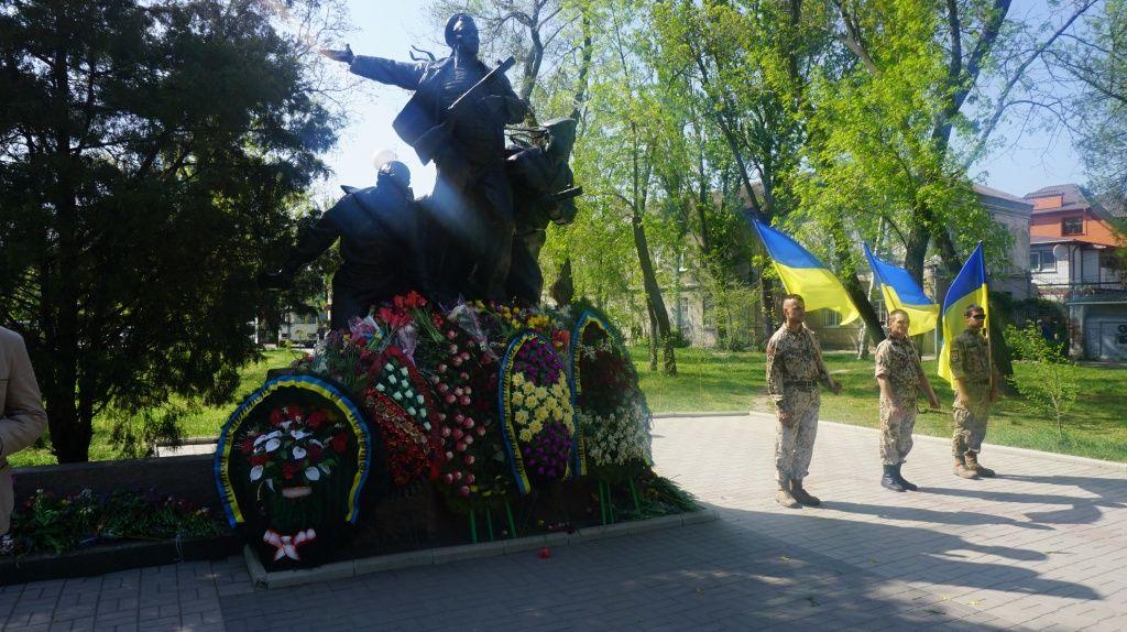 У Бердянську поклали квіти до меморіалу учасників Другої світової війни