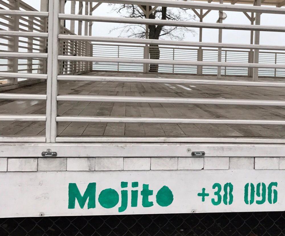 Власти Бердянска признали: «Мохито» находится на пляже незаконно и подлежит демонтажу