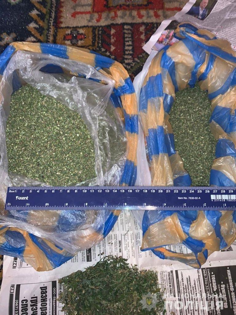 В Бердянську поліцейські вилучили підготовлену для збуту наркотичну речовину на пів мільйона гривень
