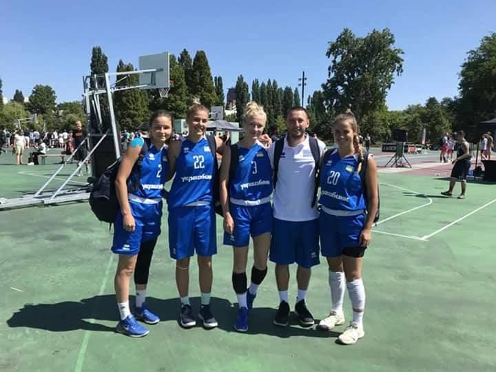 Лика Ляшко и Вероника Космач отправились на отбор к Евро-2018 (U-18) по баскетболу 3х3