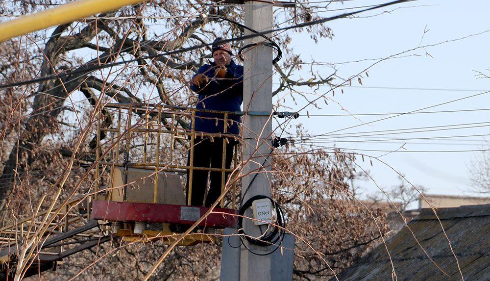 В Бердянську енергетики з трьох районів ліквідовують наслідки негоди