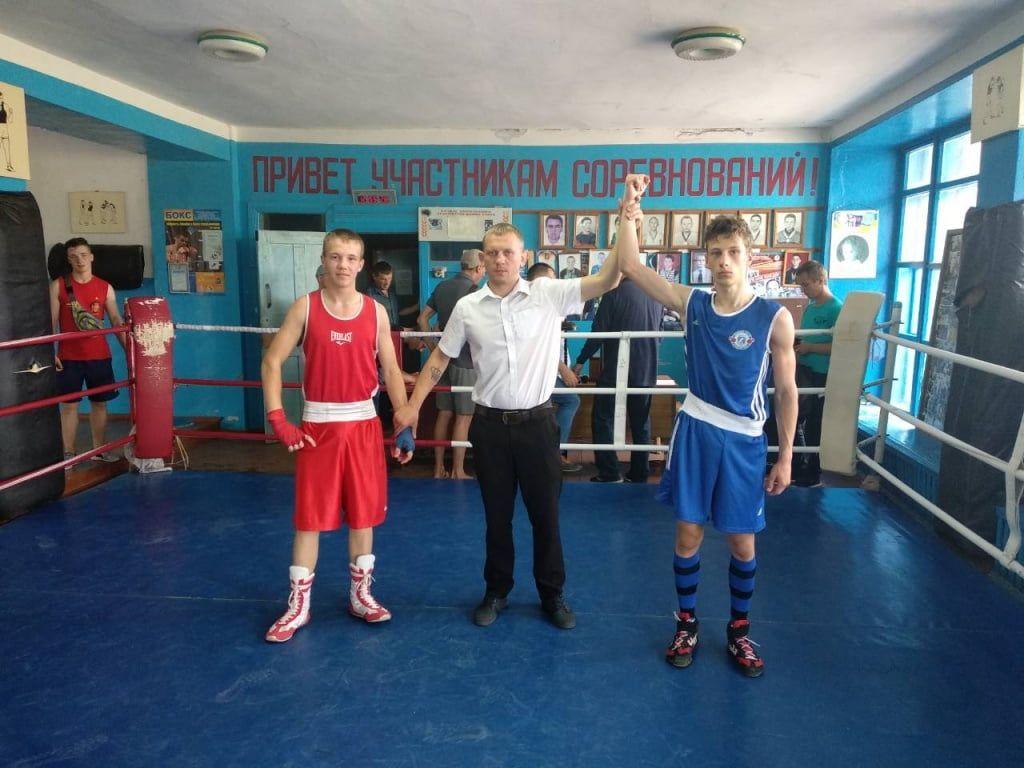 Максим Бочаров и Богдан Чепрасов победили на крупном боксерском турнире в Акимовке