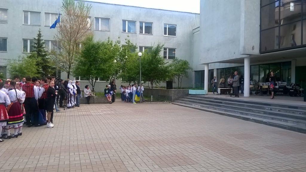 Громадські організації та небайдужі бердянці озеленили сквер поблизу ЦДЮТ