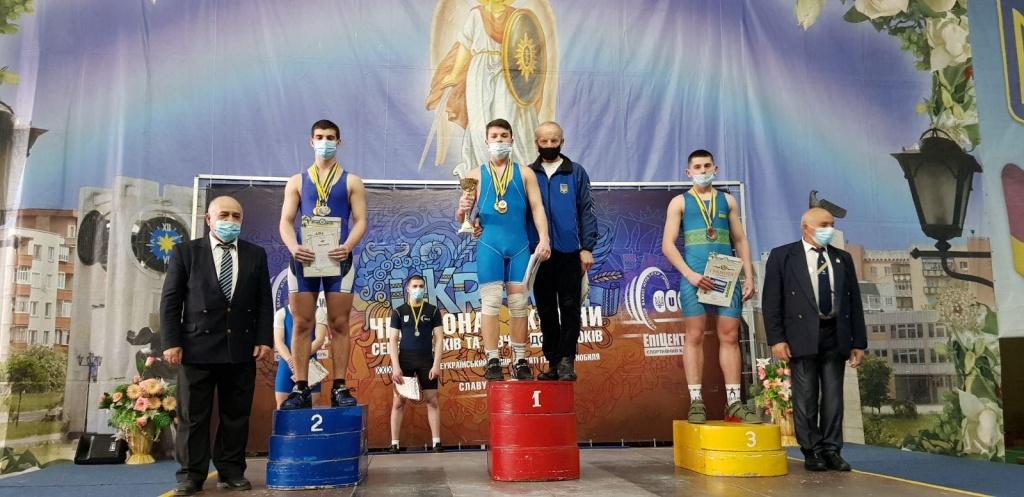Вадим Дранос взял золото на чемпионате Украины по тяжелой атлетике среди кадетов