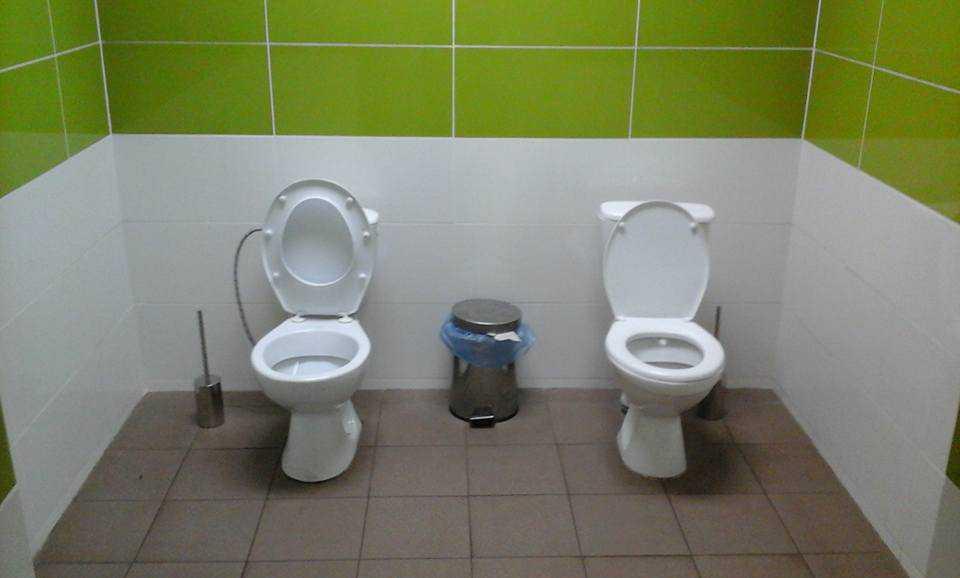 Официально! Владельцы кафе не обязаны пускать прохожих в туалет
