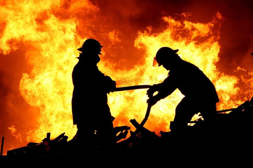 Огненное 10 августа. Спасатели погасили за сутки 17 серьезных пожаров в Бердянске и районе