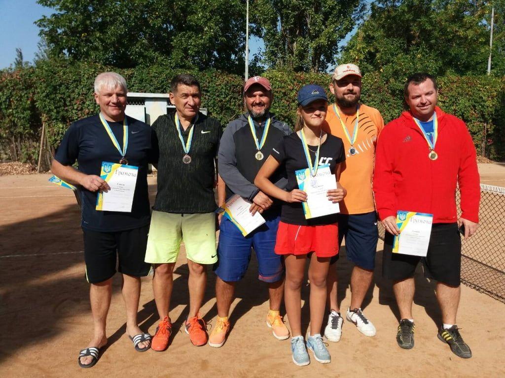 Геннадий Шевченко и Валерий Подколзин выиграли парный теннисный турнир в Бердянске