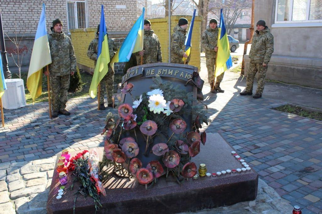 У Бердянську пройшов мітинг, присвячений п'ятій річниці Революції гідності та увічнення пам'яті Героїв Небесної Сотні