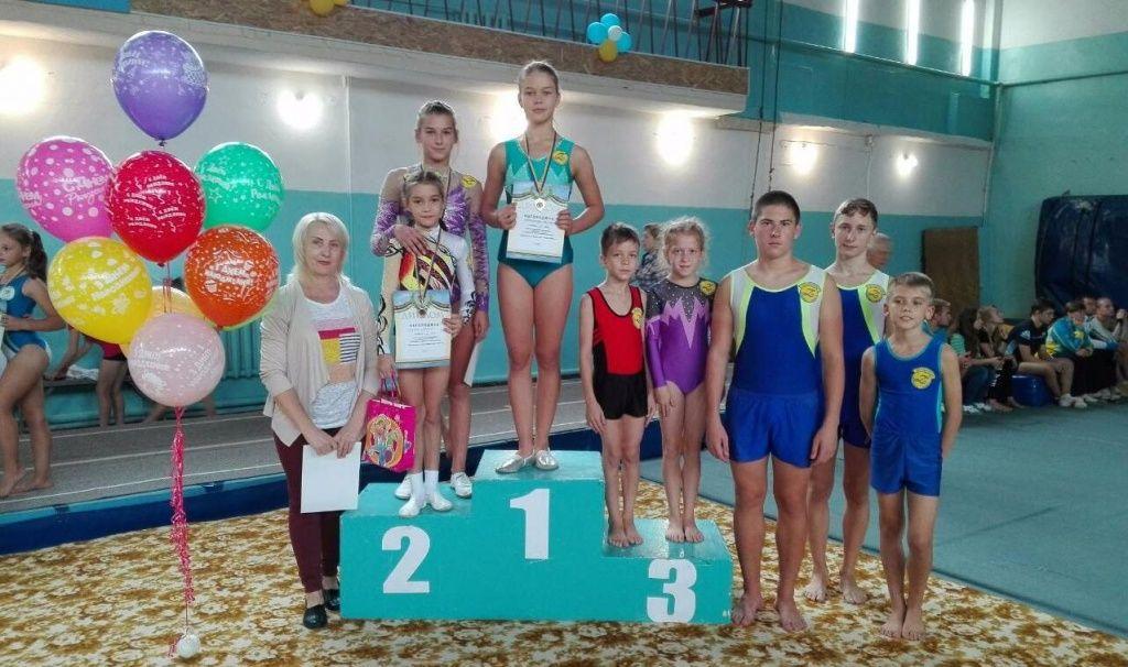 Бердянские акробаты приняли участие во Всеукраинских соревнованиях