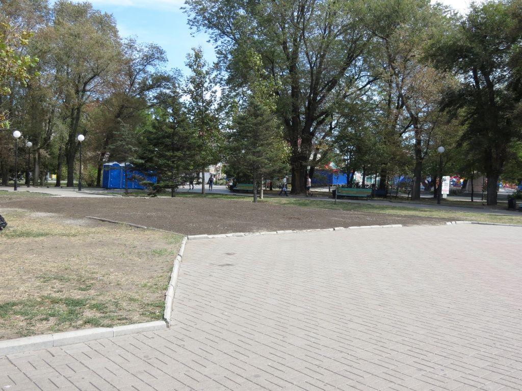 Мер закликав охороняти клумбу на Приморській площі