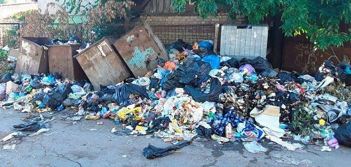 Штрафами у виконкомі спонукають людей укладати договори на вивезення сміття