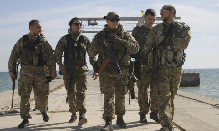 В Запорожской области гражданским запретят носить военную форму