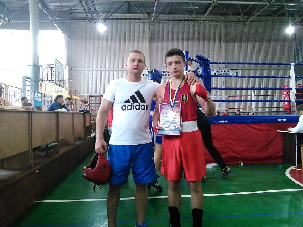 Никита Алистратов завоевал серебро на юниорском чемпионате Украины по боксу