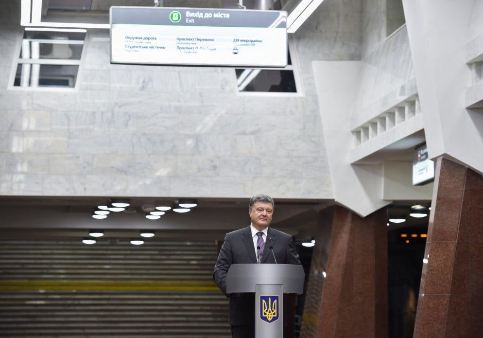Поршенко обсудил сБайденом ситуацию вКрыму итранш МВФ