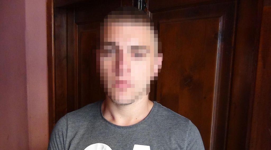 В Бердянську зловмисник вдарив потерпілого та заволодів золотим ланцюжком