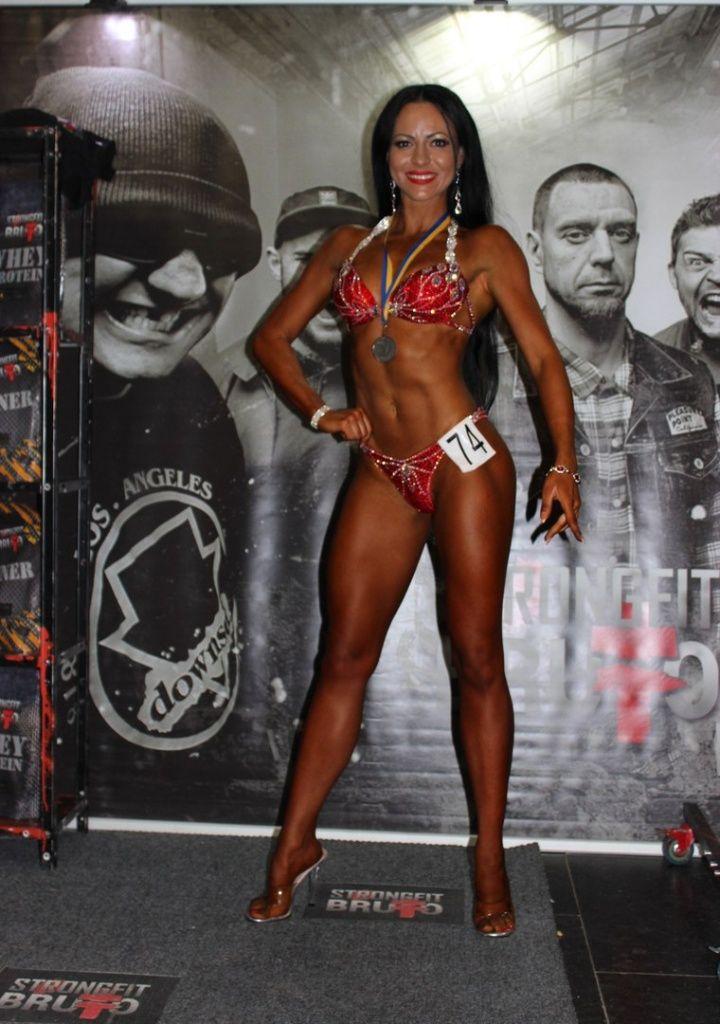 Евгения Самойлова завоевала серебряную медаль на кубке Днепра по бодибилдингу и фитнесу