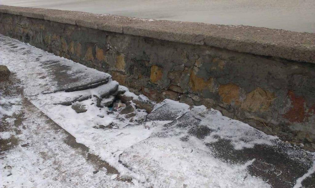 Берегозащитная дамба по улице Горького снова начала проседать