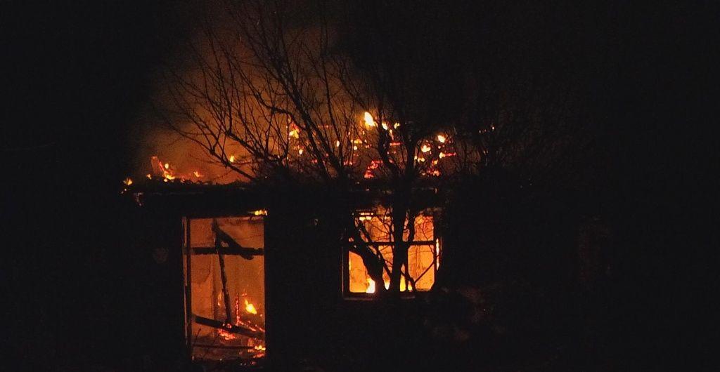 Бердянські рятувальники ліквідували пожежу в дачній споруді