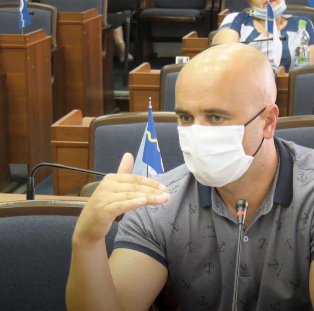 Депутат М. Рудницький закликав призупинити процес виносу лічильників з приватних домоволодінь