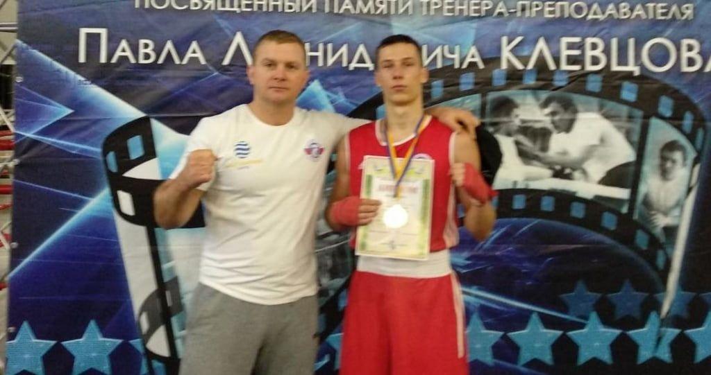 Бердянец Максим Бочаров победил на открытом кубке Кривого Рога по боксу