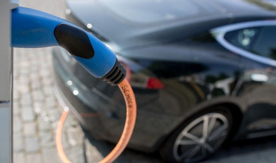 В Украине планируют оборудовать все парковки электрозарядками