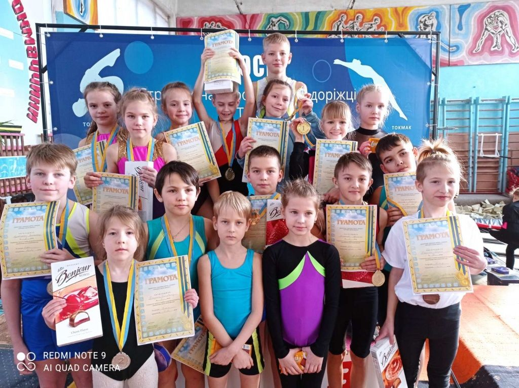 Бердянские акробаты привезли много наград с соревнований в Токмаке