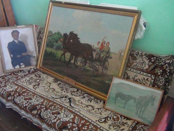 В Бердянске обнаружили похищенные картины (Фото)