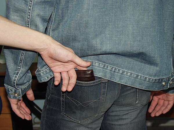 В Бердянске на центральном рынке орудуют карманники
