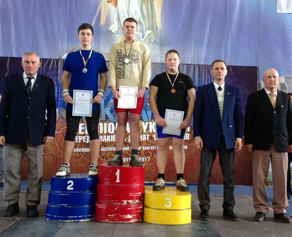 У бердянцев серебро и бронза чемпионата Украины по тяжелой атлетике среди кадетов