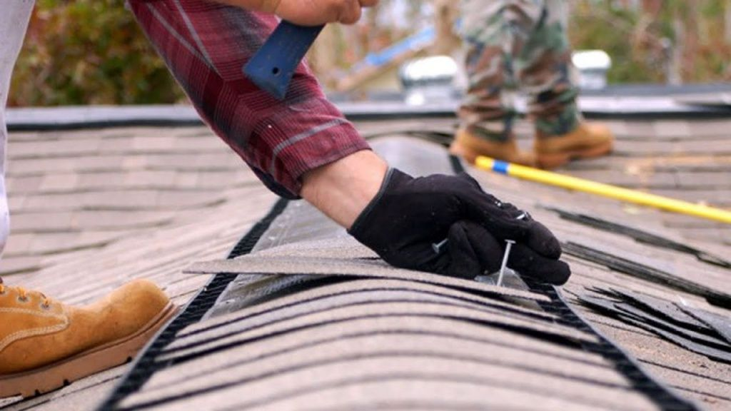 400 тисяч гривень спрямували на ремонт та обстеження покрівель двох будинків. Понад 300 тисяч - на ремонт прибудинкової території