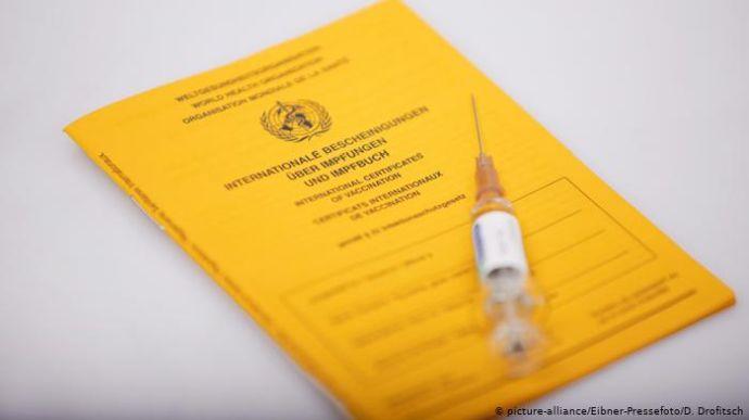 Для українців можуть запровадити паспорти вакцинації